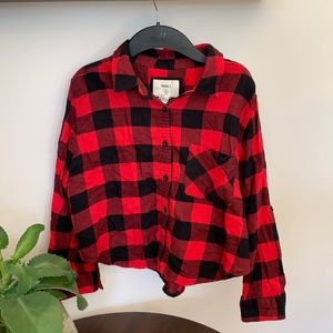 Black and red checkered flannel shirt.